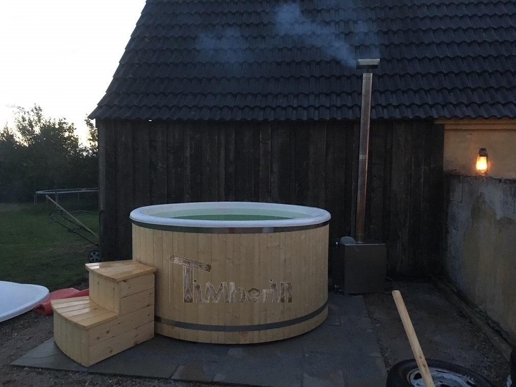 Vildmarksbad i glasfiber Termotræ med udvendig ovn Christina Danmark