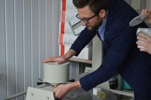 Materialernes egenskaber. Justering af glasfiberblandingens reologiske egenskaber. Testning af bindingsstyrken for limet træ (10)