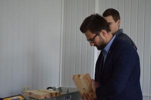 Materialernes egenskaber. Justering af glasfiberblandingens reologiske egenskaber. Testning af bindingsstyrken for limet træ (5)